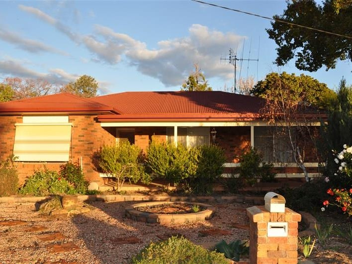 14 Grevillea Ave, Eugowra, NSW 2806