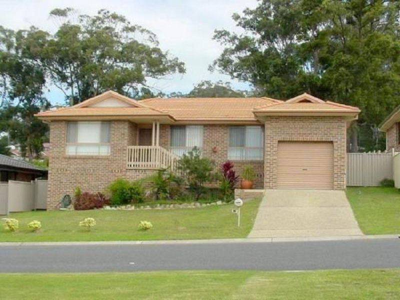 16 Peter Mark Circuit, South West Rocks, NSW 2431