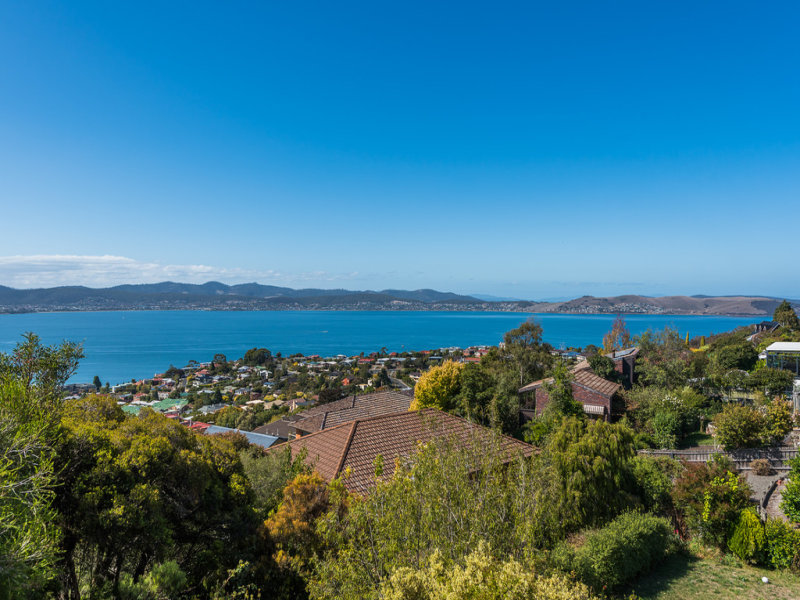 33a Broadwaters Parade, Sandy Bay, Tas 7005