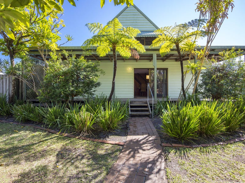 10 Nineteenth Avenue, Stuarts Point, NSW 2441