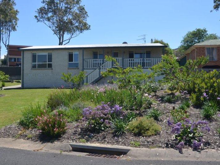 17 Renee Crescent, Moruya Heads, NSW 2537