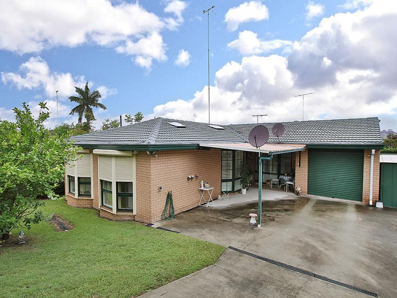 387 Pine Mountain Road, Mansfield, Qld 4122