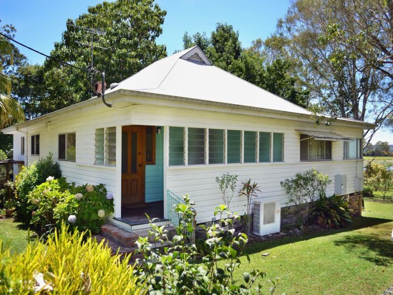 124 Golf links Road, Woodford Island, NSW 2463