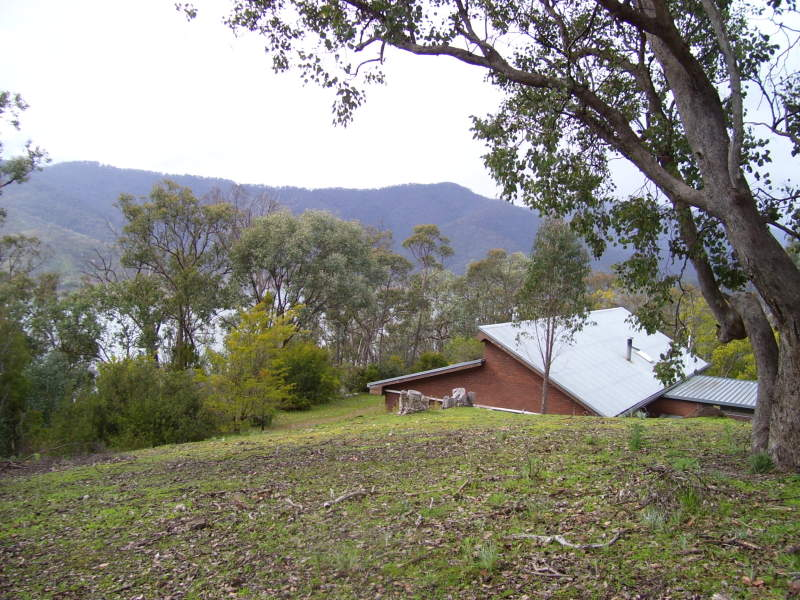 253 Left Arm Road, Eildon, Vic 3713