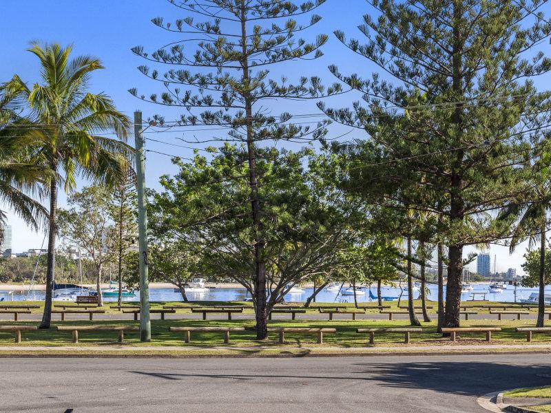 30 Mountbatten Avenue, Main Beach, Qld 4217