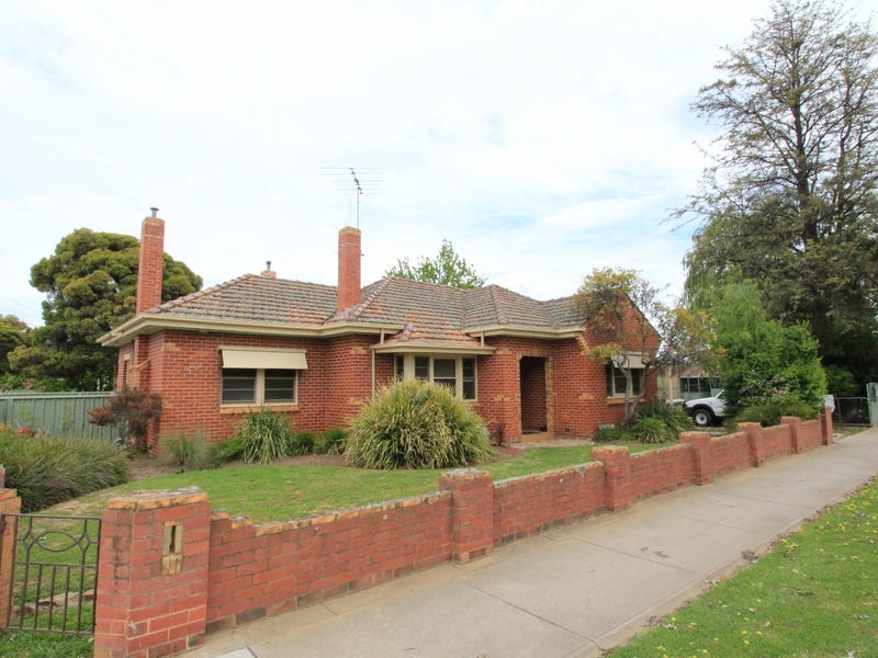 2  Carpenter Street, Kangaroo Flat
