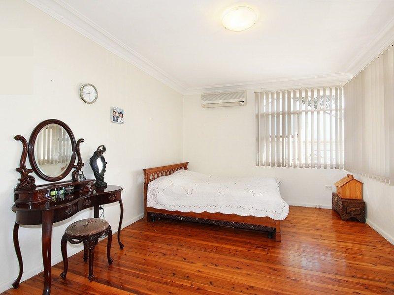 10 Tuncoee Road, Villawood, NSW 2163