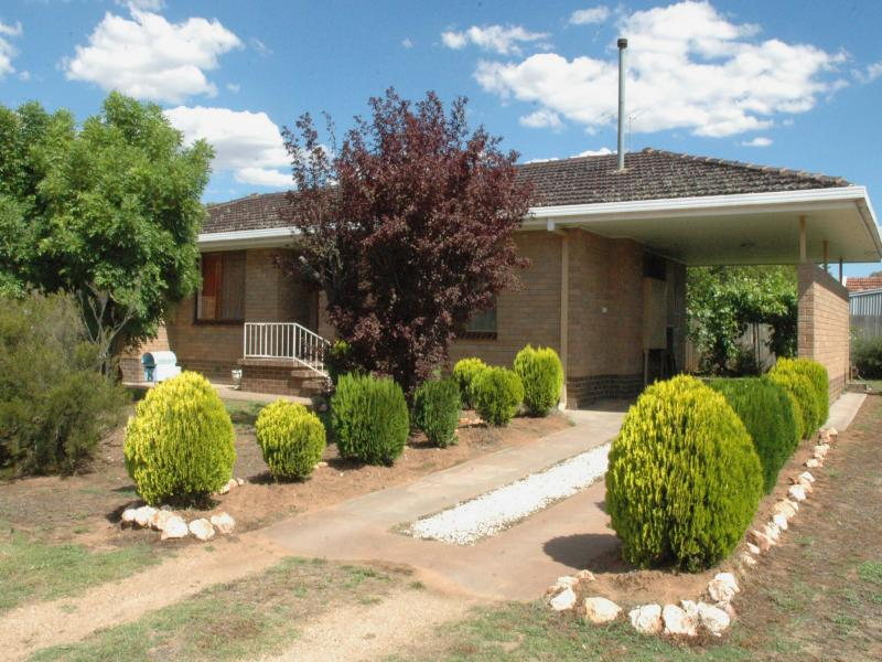 8 Fox Street, Henty, NSW 2658