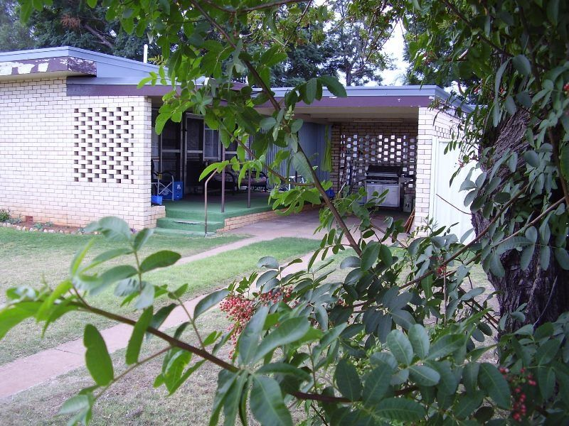 35 Barber Street, Chinchilla, Qld 4413