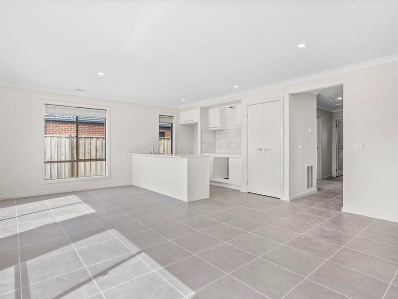 34 Finlay Ave, Melton West, Vic 3337