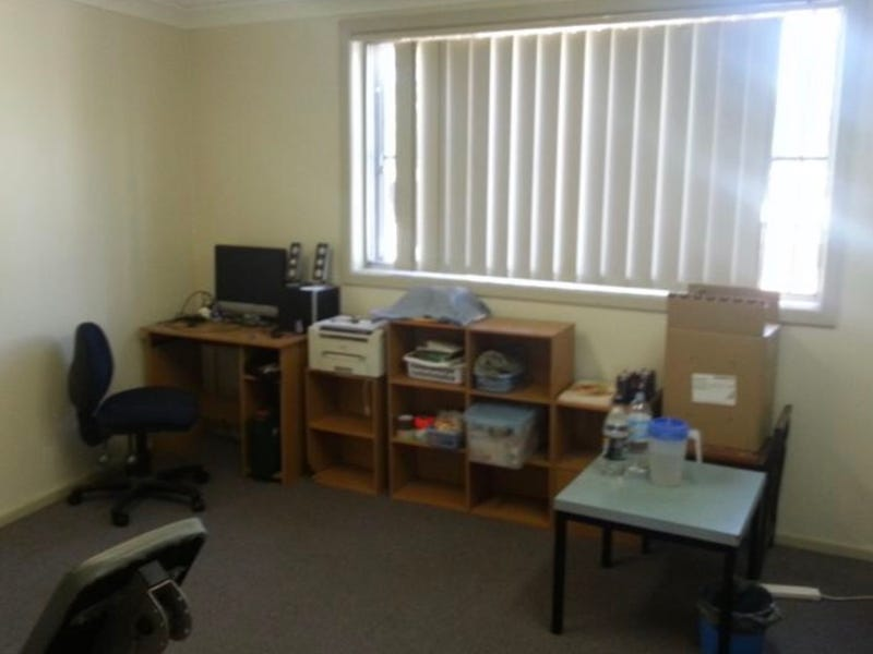 2/36 Maclaurin Avenue, East Hills, NSW 2213