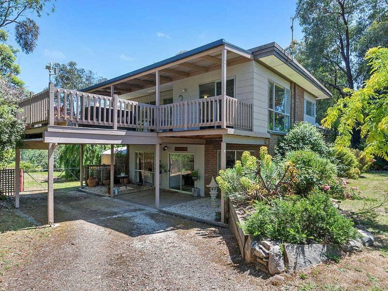 57 Willow Lake Drive, Macs Cove, Vic 3723