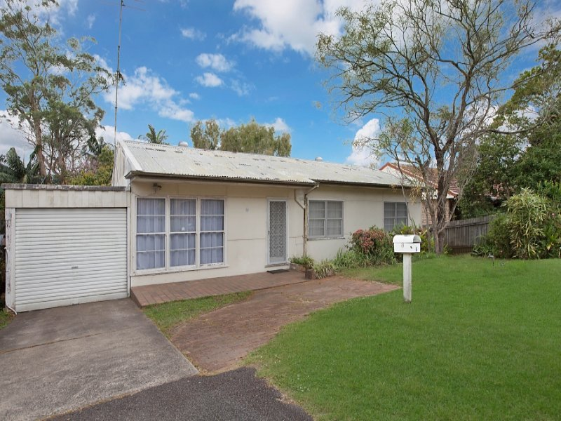 8 Florence Avenue, Point Frederick, NSW 2250