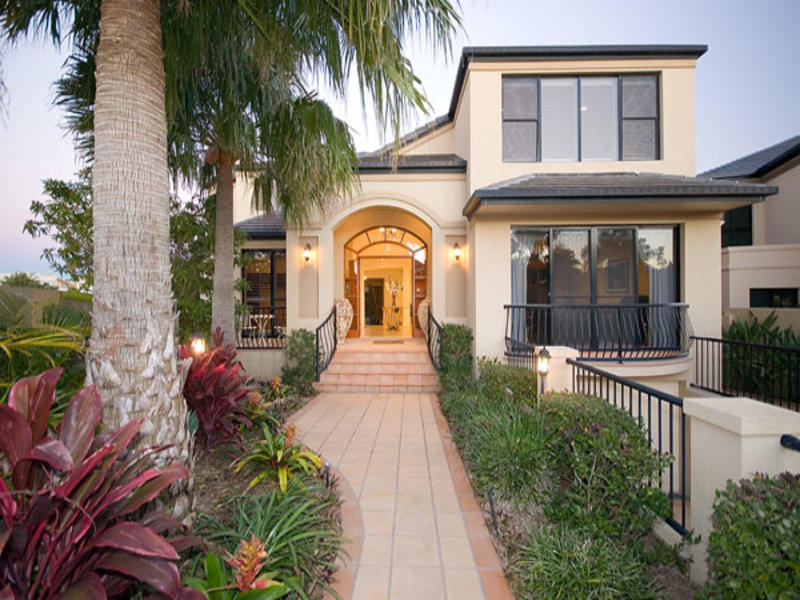 2 The Peninsula, Sovereign Islands, Qld 4216