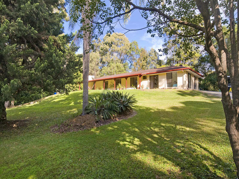 11 Evergreen Drive, Elanora, Qld 4221
