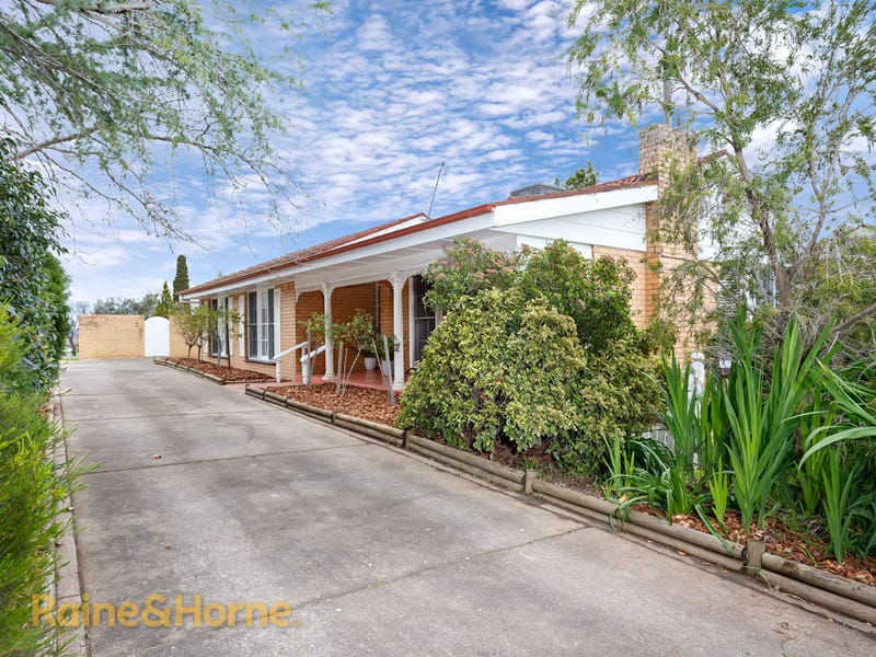 2 Yarrah Street, Kooringal, NSW 2650