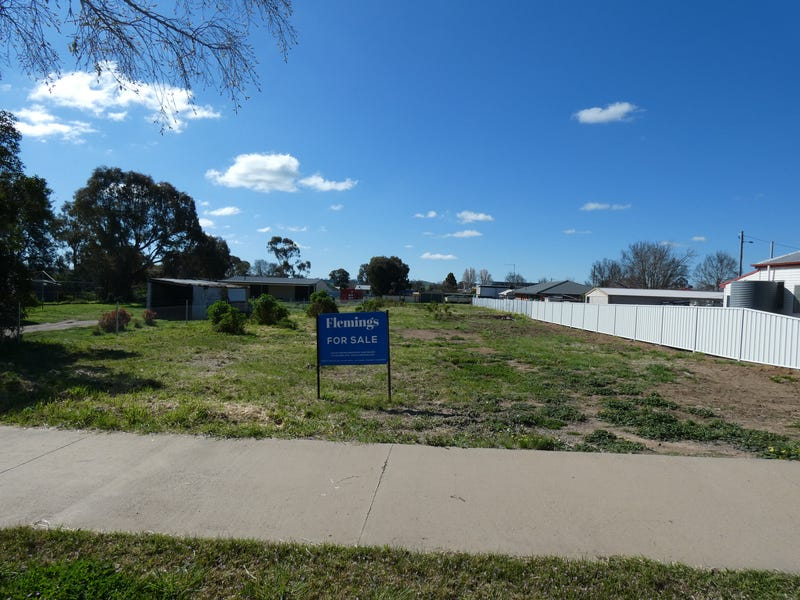 37 Brial Street, Boorowa, NSW 2586