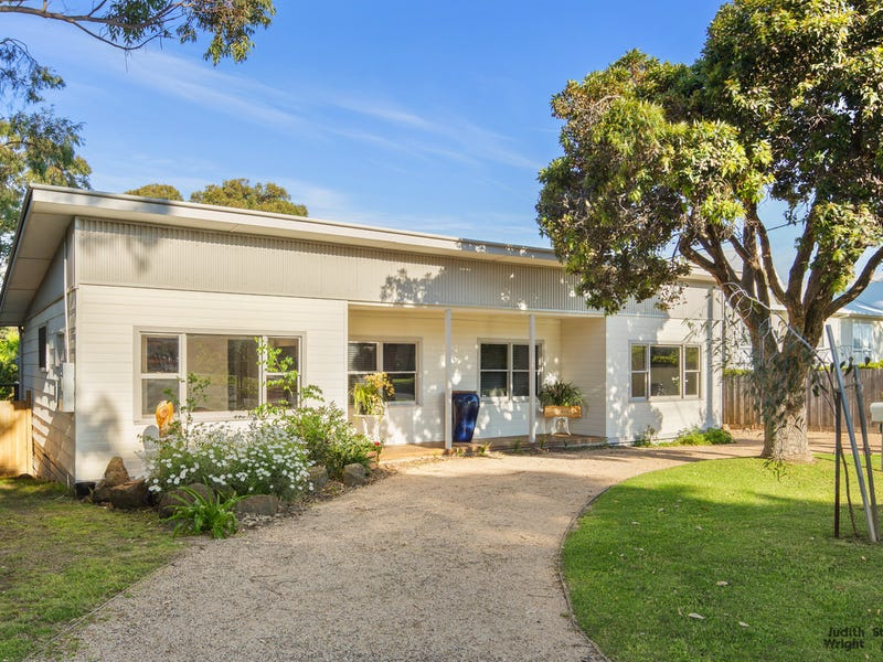 32 Dunsmore Road, Cowes, Vic 3922