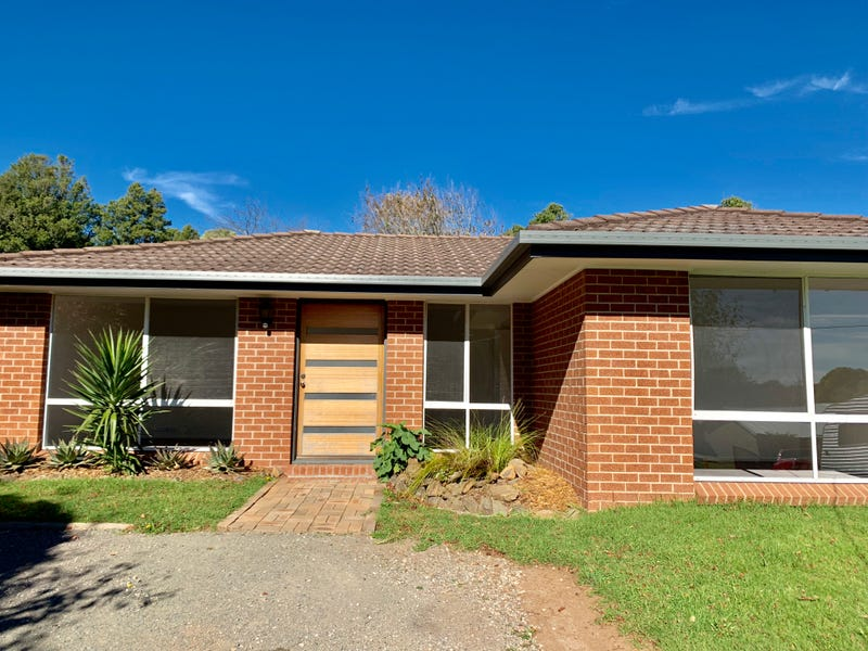 15 Armstrong Crescent, Robertson, NSW 2577
