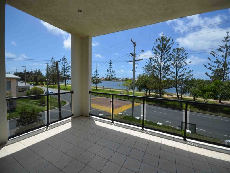 2/92 The Esplanade, Paradise Point, Qld 4216
