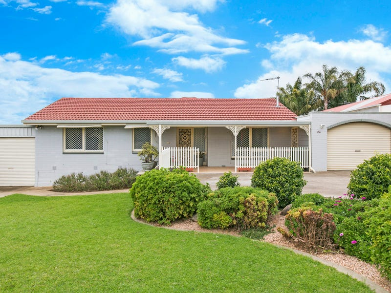 24 Peregrine Crescent, Christie Downs