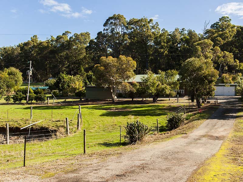 64 River Road, Dwellingup, WA 6213