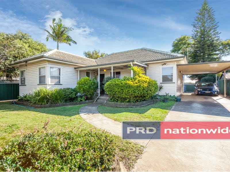 3 Rob St, Newtown, Qld 4350