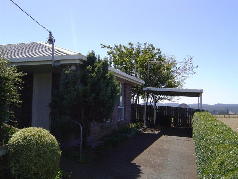 2/61 Westbury Place, Deloraine, Tas 7304