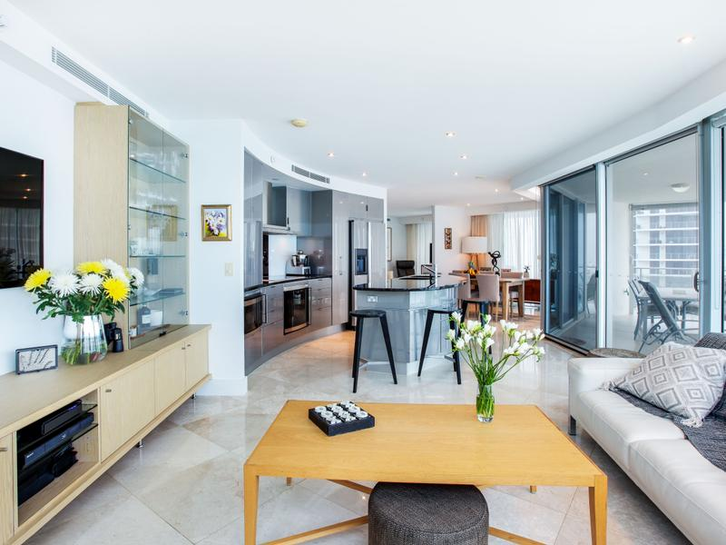 26/132 Old Burleigh Road, Broadbeach, Qld 4218