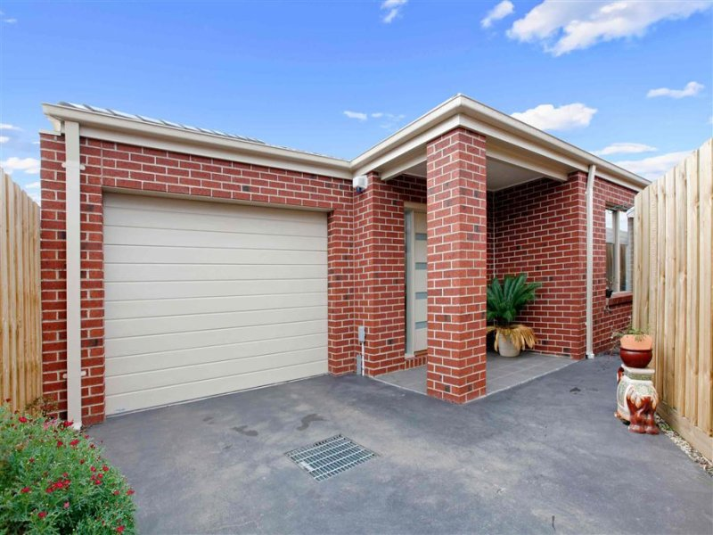 2/122 McDonalds Road, Epping, Vic 3076