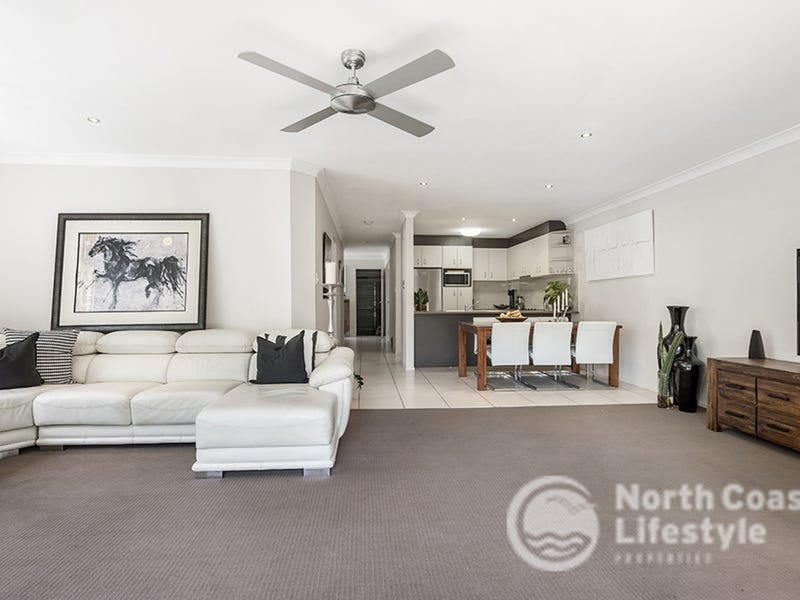 4/3 Bindaree Way, Ocean Shores, NSW 2483