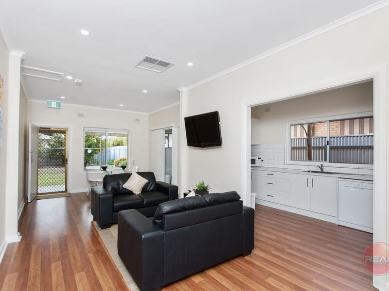 Room at 3 Deepdene Avenue, Mitchell Park, SA 5043