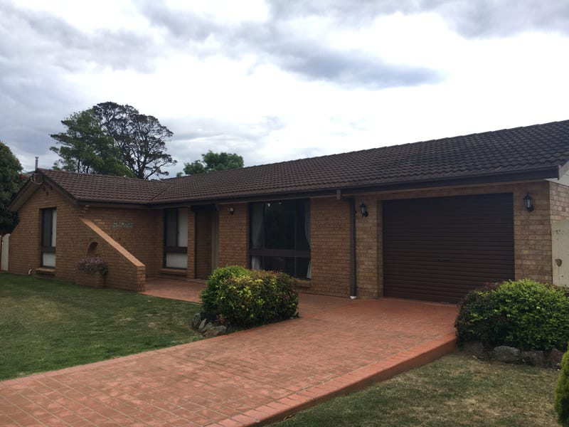 76 North Street, Robertson, NSW 2577
