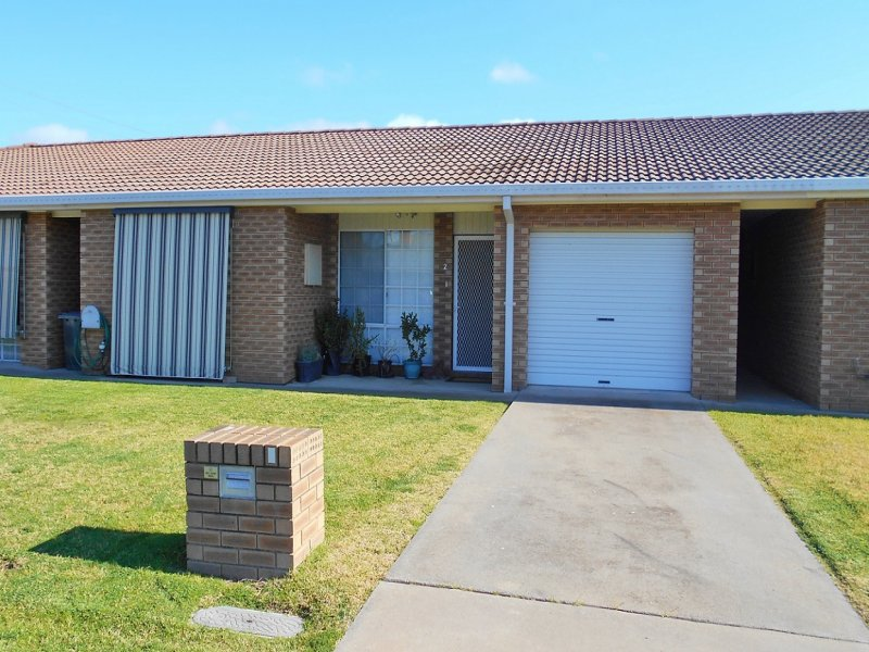 2/7 Murringo Street, Young, NSW 2594