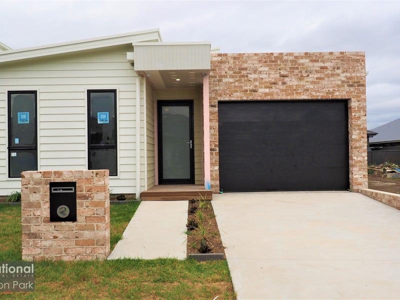 17 Farmgate Cres, Calderwood, NSW 2527