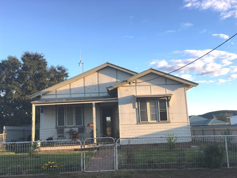 13 MAXWELL STREET, Wellington, NSW 2820