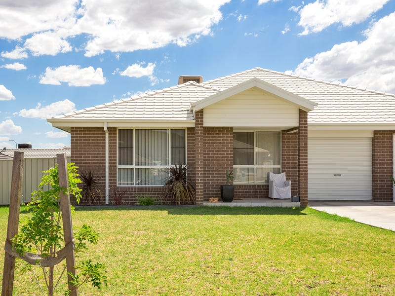 7 Lake Place, Tamworth, NSW 2340