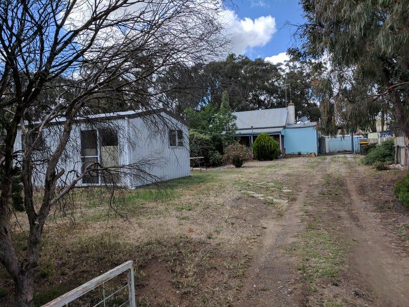 32 Tullaroop Road, Maryborough, Vic 3465