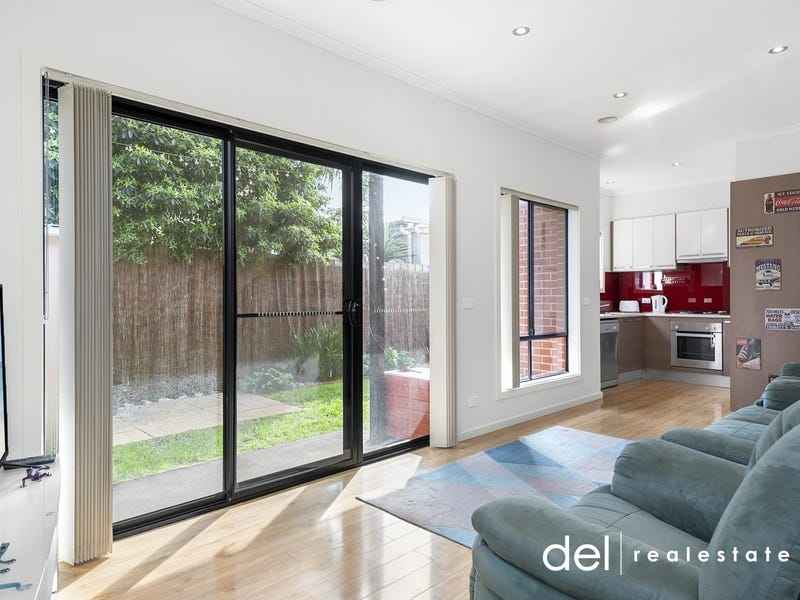 2/33 Booth Crescent, Dandenong North, Vic 3175