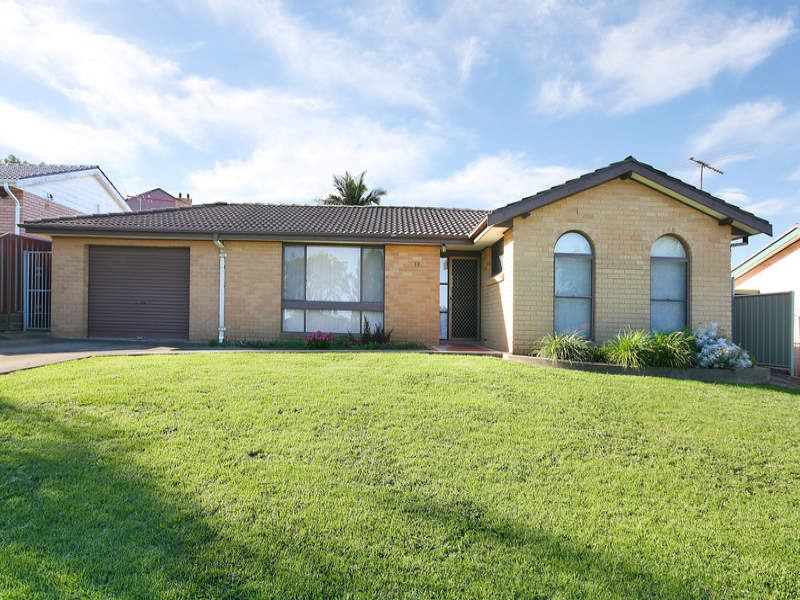 17 Tuncurry St, Bossley Park, NSW 2176