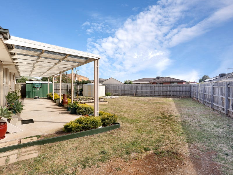 6 Jasmine Place, Melton West, Vic 3337