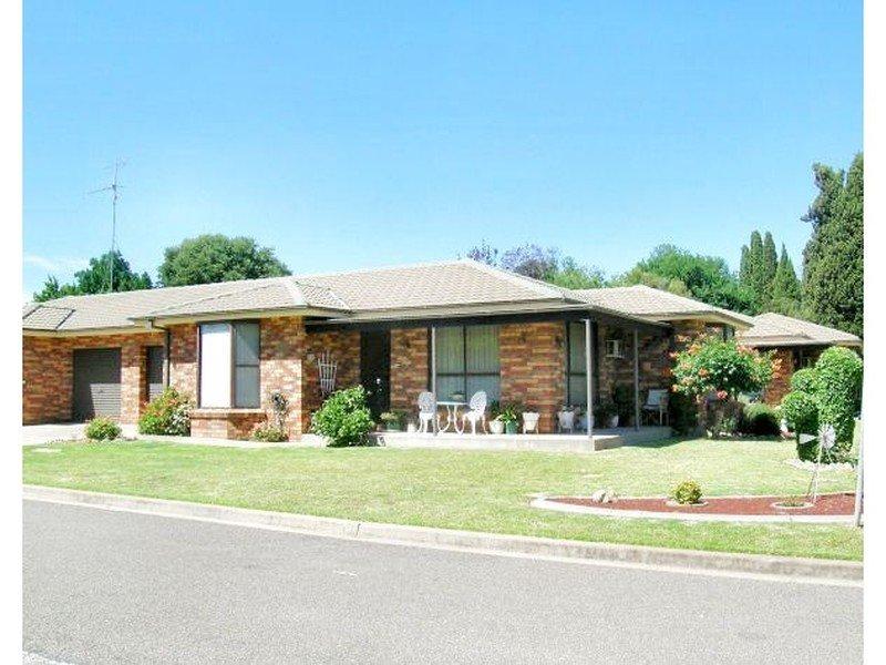 2/112 Meehan, Yass, NSW 2582