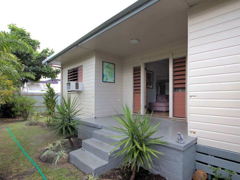 99 Machan Street, Machans Beach, Qld 4878