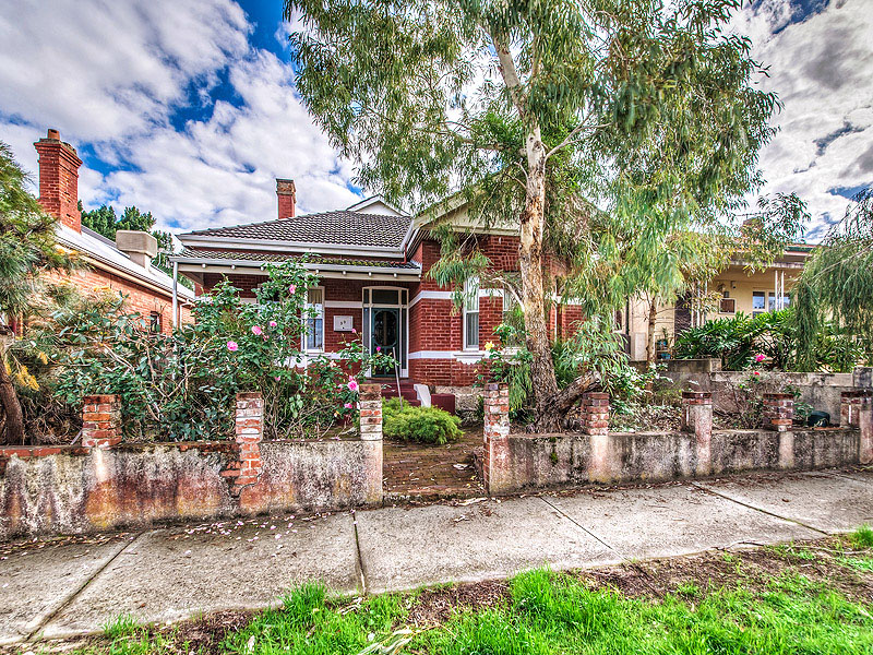 33 EBSWORTH STREET, Mount Lawley