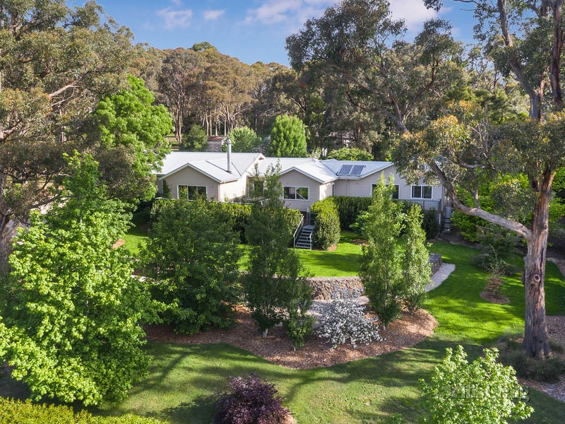 4 Royston Road, Woodend, Vic 3442