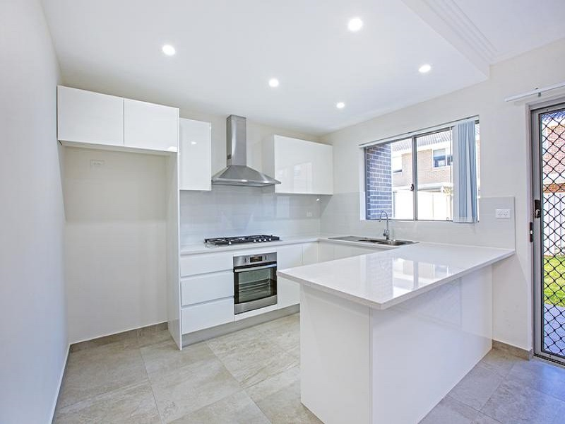 8/20 Old Glenfield Road, Casula, NSW 2170