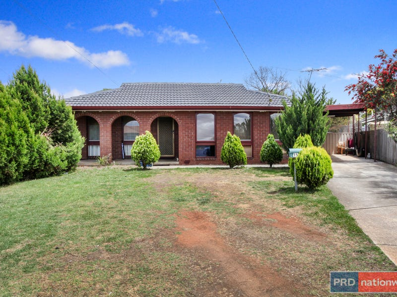 15 Dalton Drive, Melton South, Vic 3338