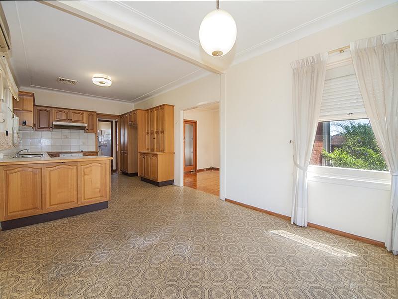 99 Flinders Road, Georges Hall, NSW 2198