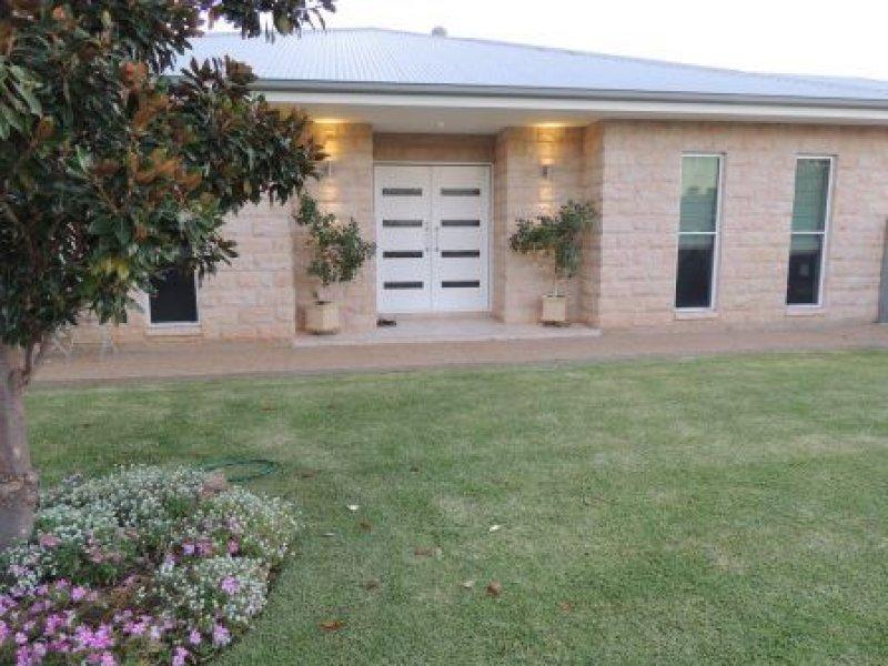 406 Church Street, Hay, NSW 2711