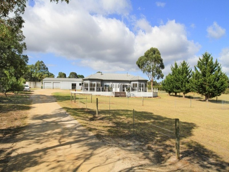 3 Harpley Court, Longford, Vic 3851